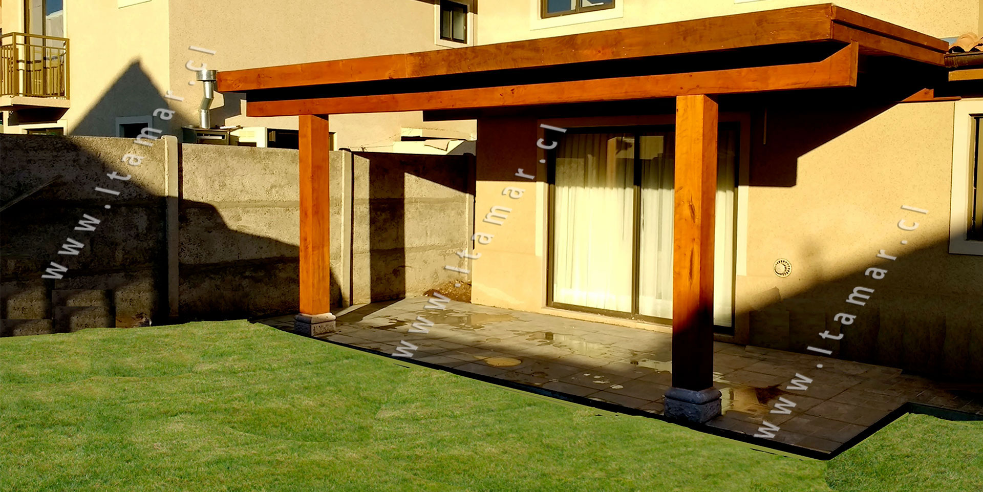 Cobertizos de madera cobertizos de roble itamar for Precios de cobertizos